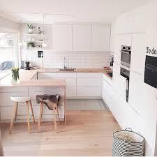 parquet cuisine ouverte ordinaire comment amenager sa cuisine ouverte 3 parquet clair