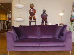 canape violet canapé violet kilt de chez valentini passage prive décoration lyon