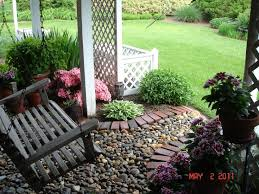 Backyard Landscaping Tips by Best 25 Under Deck Landscaping Ideas On Pinterest Patio Under
