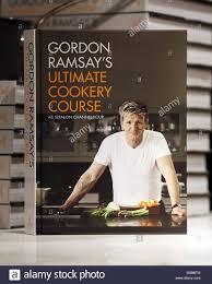 livre cuisine gordon ramsay gordon ramsay livre signature chez harrods banque d images photo