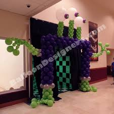 alien balloon arch for sci fi themed halloween party