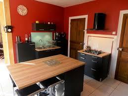 cuisine avec plan de travail en bois plan de travail cuisine gris clair cuisine bois et blanc moderne