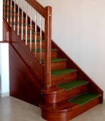 tappeto per scale scala dritta con gradini in legno con struttura in legno con