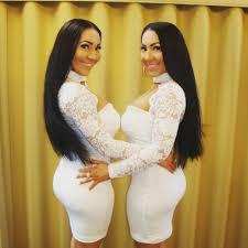lucy and anna decinque alfa lt identiškiausios dvynės pasaulyje dalijasi ne tik dušu ar
