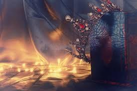 kitab indir oyunlar oyun oyna en kral oyunlar seni bekliyor low key image of beautiful queen king crown on old book fantasy