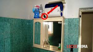 spiare in bagno piazza telecamera nascosta per spiare i colleghi nel bagno di