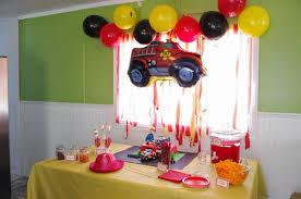 deco de table pour anniversaire fête de pompier 3 ans gâteau fondant sweet table sam le pompier