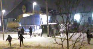 lidl siege social big mob loots lidl in blizzard earlier than demolishing building