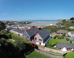the beach house luxury self catering holiday house in polzeath
