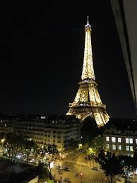 the paris hotel with rooms that are as close to the eiffel tower