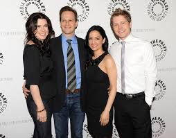 does julianna margulies hate archie julianna margulies josh charles photos photos the paley center for