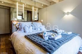 spa dans la chambre white magnifique chalet avec spa chalets de luxe
