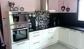 cuisine blanche avec plan de travail noir cuisine blanche et cuisine blanche avec plan de travail noir
