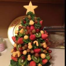 this christmas tree fruit arrangement was one of my favorite ideas