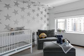 kinderzimmer in grau graue sterne auf weißem hintergrund für die akzentwand