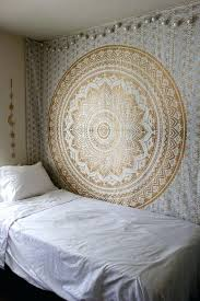 best way to hang tapestry tpestry plster disster in dorm from