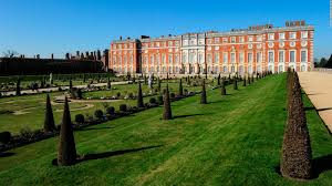How Many Bathrooms In Buckingham Palace by Places To See Royal London Buckingham Windsor And More Cnn Travel