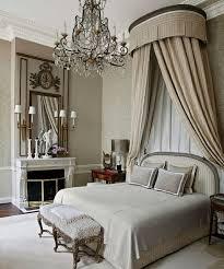 chambre à coucher style baroque comment adopter le lustre baroque dans l intérieur de votre maison