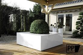 decoration terrasse exterieure moderne plantes bacs et pots decotropic fr