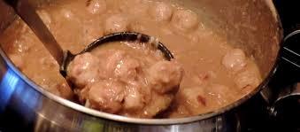 cuisiner le cochon maman mélanie cuisine ragoût de boulettes et de pattes de cochon
