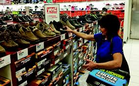 shoe stores with the best deals for black friday marshall shoppers turn out for black friday deals doorbusters