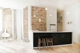 plancher ardoise cuisine mur brique déco en peinture ardoise et plancher en bois blanchi
