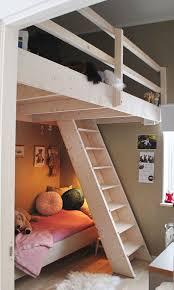 une mezzanine dans la chambre des enfants lofts hiding places