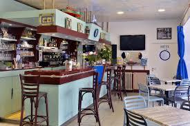 hotel avec dans la chambre en bretagne bar hotel de bretagne la barre de monts bar avec terrasse