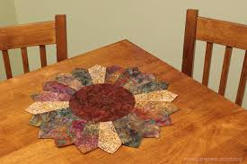nancy zieman shows how to make an easy sunflower table topper