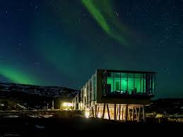 when to see northern lights in iceland icelandic hotel northern lights business insider