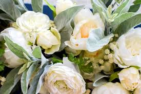 how to make a farmhouse neutral floral centerpiece
