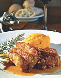 cuisiner travers de porc recette travers de porc au miel et au romarin