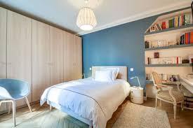 chambre peinte en bleu papier peint pour chambre a coucher adulte meilleur idées de