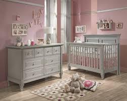 kinderzimmer grau rosa graue möbel babyzimmer rosa wand kanten laminat baby