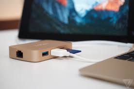 Apple Desk Accessories by Here U0027s The Macbook Usb C Adapter That Apple Should Have Made The