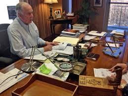 Messiest Desk Award Desks Of Famous People Business Insider