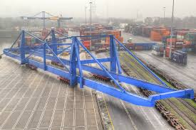 goldhofer ag repositioning a dockside gantry crane in duisburg