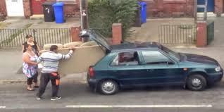 transport canapé vidéo humour transporter un canapé n est pas du tout facile