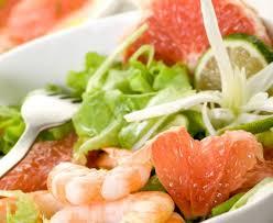 comment cuisiner des crevettes roses salade de crevettes et de plemousse recette de salade de