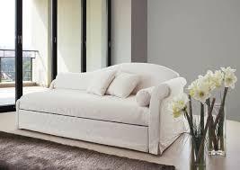 canapé lit gigogne canapé lit classique en velours avec lit gigogne meridenne