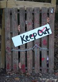Scary Halloween Decorating Themes by 25 Best Pallet Halloween Decorations Ideas On Pinterest Diy