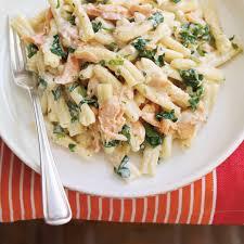 cuisiner le saumon pâtes à la crème et au saumon ricardo