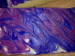 decoupe de marbre premier savon marbré rose et bleu au lait de jument démoulage et