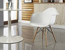 eames molded plastic chair eamesâ molded plastic side chair with