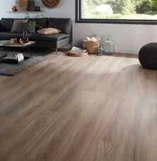 B And Q Laminate Flooring Albury Natural Oak Effect Laminate Flooring 2 467 M Pack