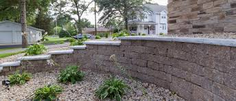 Recon Retaining Wall by Vintage 6 Rochester Concrete Products