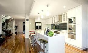 cuisine blanche avec ilot central chaise moderne bois best cuisine blanche sol beige clermont ferrand