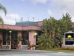 Comfort Inn And Suites Anaheim Days Inn Suites Anaheim At Disneyland Park Anaheim Deals See