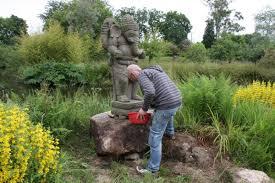statues de jardin en pierre deco jardin bucolique saladier ikea collection syntes skis