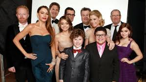 modern family cast still without new contracts as tuesday table